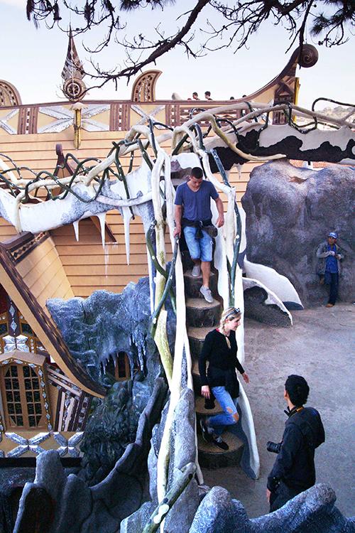 KTS Đặng Việt Nga từng chia sẻ, công trình là thông điệp nhắn nhủ con người trở về gần gũi và yêu mến thiên nhiên chứ không phải tận diệt nó như tình trạng khai thác hiện nay ở nhiều nơi trên thế giới, trong đó có Việt Nam.