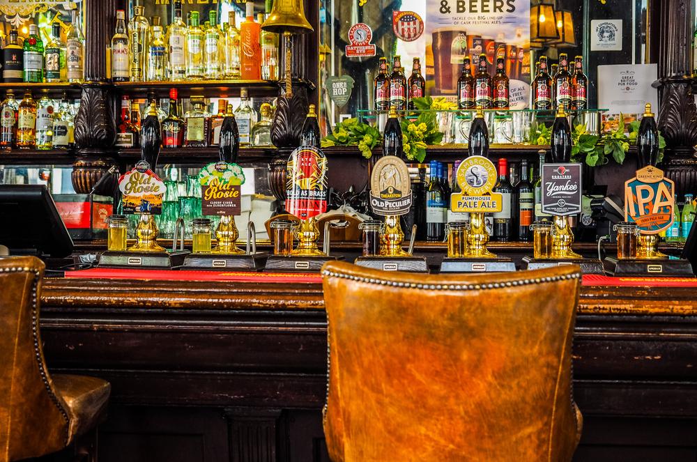 Quán rượu kiểu Anh độc nhất thế giới: Các quán rượu và quầy rượu đã trở thành một phần trong đời sống xã hội Anh quốc.