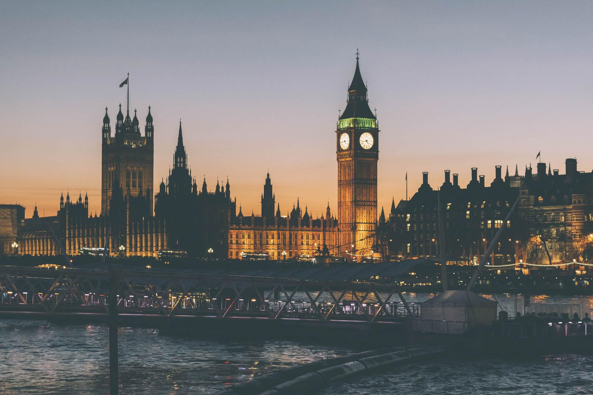 Những thành phố đáng sống: Manchester nổi tiếng với những sân khấu âm nhạc tuyệt vời, Oxford với bề dày lịch sử...London vừa mang tính biểu tượng, văn hóa và nét đẹp hài hòa cho tất cả.