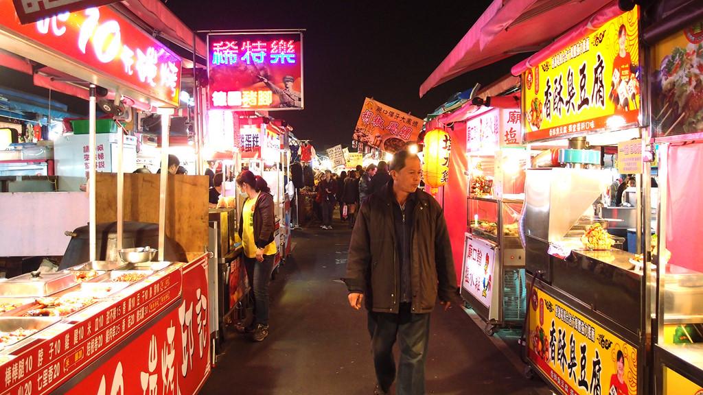 Khải Hoàn là một trong những chợ đêm lớn nhất Đông Nam Á. Ảnh: CNN.Chợ đêm lớn nhất tại Đông Nam Á