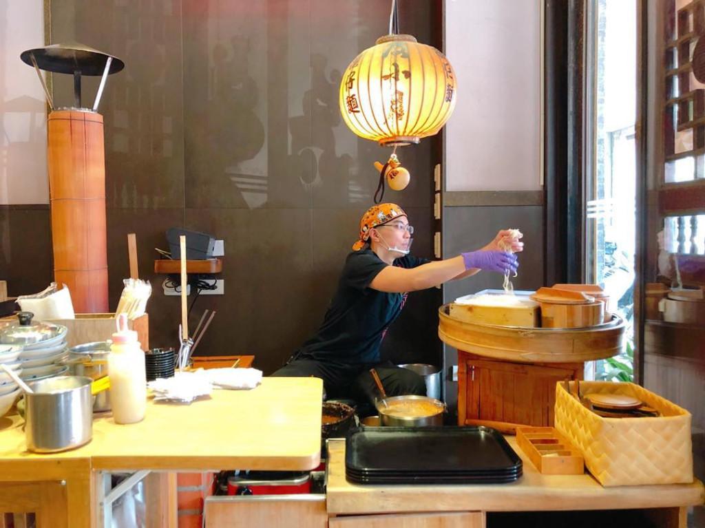 Ra đời năm 1895, mì danzai (mì đảm tể) là một trong những món ăn nổi tiếng nhất thành phố Đài Nam, Đài Loan. Ngoài mì sợi và nước dùng đặc biệt, món ăn này còn kèm theo thịt lợn băm, tôm và đôi khi cả trứng. Trước kia, những người bán hàng rong thường gánh món ăn này đi khắp phố phường. Ngày nay, họ thường dọn hàng và nấu một chỗ cố định trên vỉa hè.