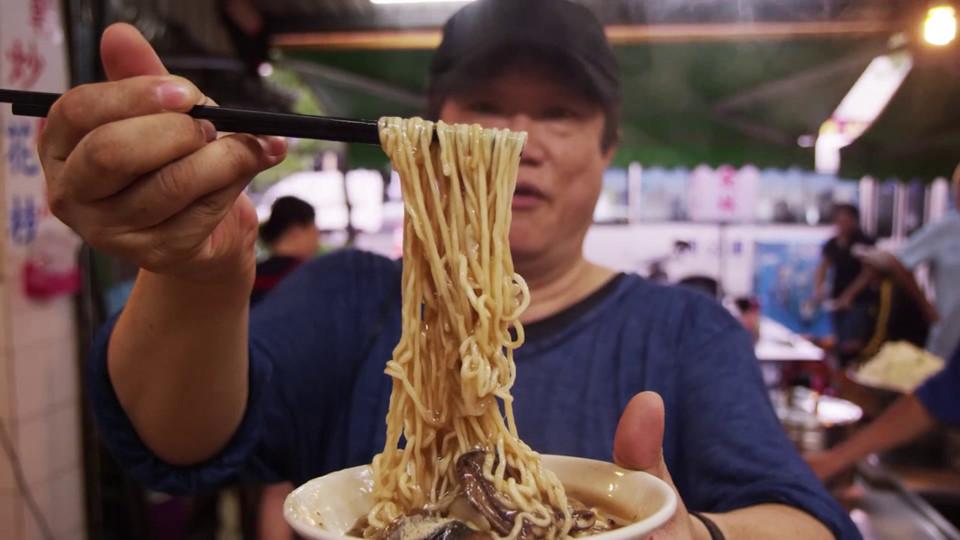 Mì lươn là món ăn phổ biến tại Đài Loan, đặc biệt tại phía nam. Trước khi cho vào bát, lươn được nấu chín và xào riêng với giấm đen và nước tương để tạo hương vị.