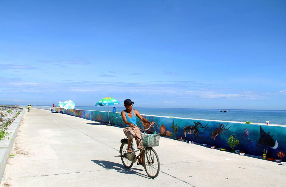 Nếu cứ dựa mãi vào biển và đảo thì sẽ có ngày, du khách sẽ không còn tới với Lý Sơn nhiều nữa. Chính những con đường như vậy sẽ tạo thêm nét đẹp cho huyện đảo Lý Sơn và giúp ngành du lịch của đảo dần phát triển, dù là những bước nhỏ đi chăng nữa.