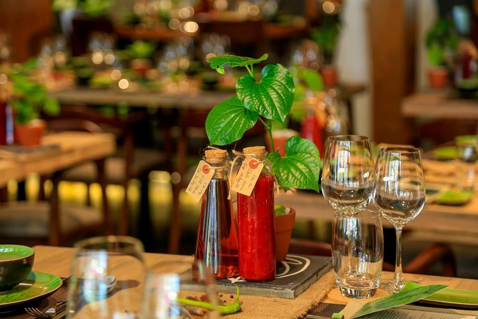 Tại Spice Việt Hội An, các gia vị địa phương như tương ớt hay nước mắm đều được tự làm để đảm bảo một trải nghiệm ẩm thực thuần Việt và hương vị đậm đà cho từng món ăn.