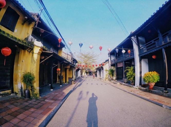 thuong-hoi-an-dung-den-va-di-voi-vang-ivivu-1