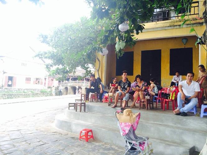 thuong-hoi-an-dung-den-va-di-voi-vang-ivivu-3