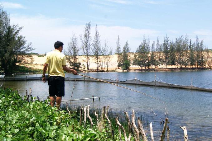 Với vẻ hoang sơ và khung cảnh hữu tình, Bàu Trắng là nơi khơi gợi nhiều cảm xúc cho những tâm hồn yêu nghệ thuật. Người thích nhiếp ảnh có thể đến đây để ghi lại những khoảnh khắc đẹp. Bàu Trắng cũng từng được chọn là bối cảnh trong nhiều bộ phim Việt.