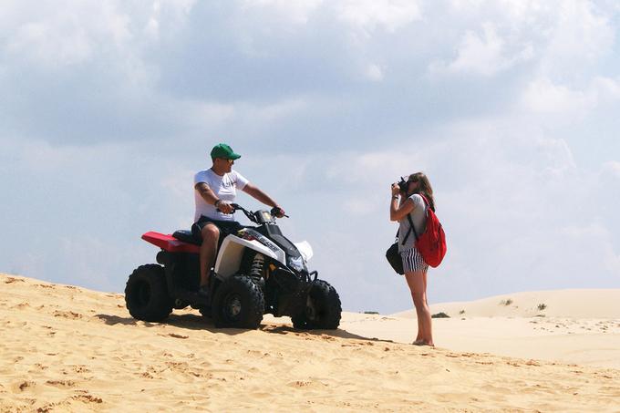 Tuy đồi cát không có nhiều chướng ngại vật, người lái xe vẫn phải có tay lái vững để đảm bảo an toàn và duy trì tốc độ.