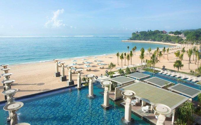 6. The Mulia, Bali, Indonesia  Ở đây có một trong những hồ bơi sang trọng nhất trên đảo Bali, nằm sát bãi biển Nusa Dua, 111 phòng suite, 4 nhà hàng và 5 quầy bar theo phong cách Nhật Bản, Trung Quốc, các nước châu Á khác và Địa Trung Hải.