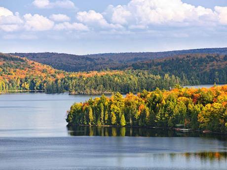 Có khoảng 2 triệu cái hồ ở Canada, nhiều hơn tất cả số hồ trên thế giới cộng lại. Ảnh: Narcity.