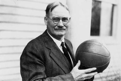 Người Canada phát minh ra bóng rổ. Đó chính là James Naismith sinh ra ở thị trấn Ramsay (hiện là Almonte, Ontario). Ảnh: Chqdaily.