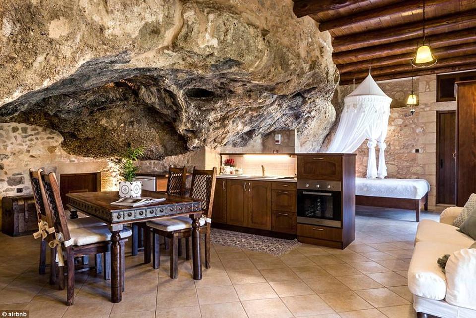 Phòng nghỉ ở đây chỉ chứa được 2 người, với bếp ăn riêng, có giá khoảng 57 USD/đêm.