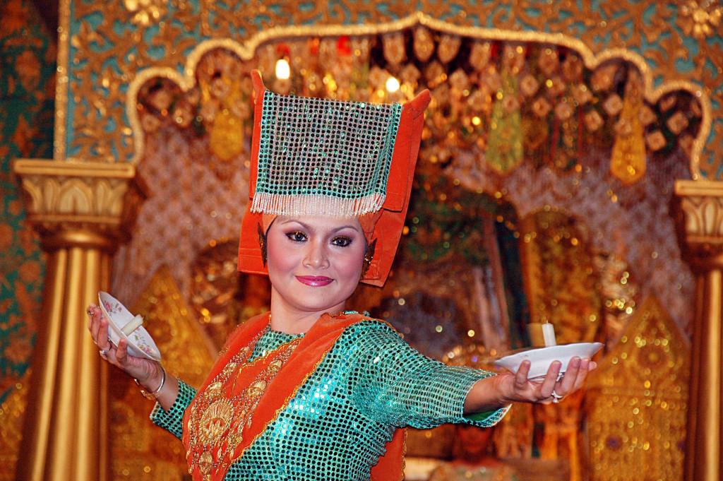 ban-biet-gi-ve-toc-nguoi-viet-co-minangkabau-o-indonesia-ivivu-5