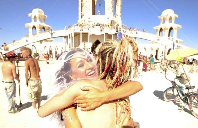 """Burning Man 2018 sẽ bắt đầu từ ngày 26/8 tại sa mạc Black Rock ở bang Nevada, Mỹ với chủ đề là """"I, Robot"""".  Theo: Guardian"""