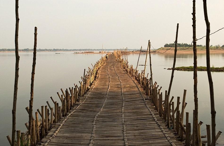 Lý do người dân phải dỡ cây cầu vào mùa mưa là bởi dòng chảy của sông Mekong rất lớn. Cây cầu khó chịu được lực, dễ dẫn đến bị sập.