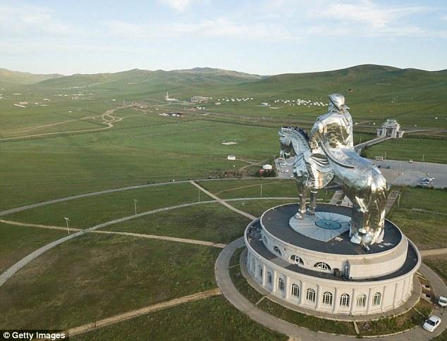 Nơi đây được gọi là Bảo tàng và Khu phức hợp tượng đài Thành Cát Tư Hãn