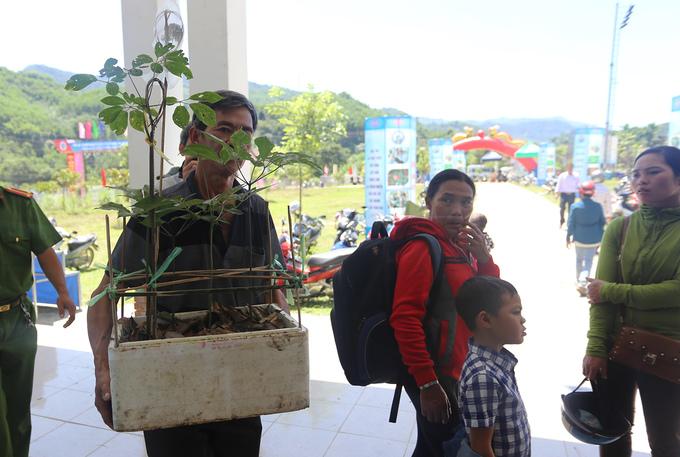 Sâm Ngọc Linh được người dân Xê Đăng sống dưới ngọn núi cao nhất miền Trung dùng để chữa bệnh. Tháng 9/2015, Chính phủ phê duyệt đề án quốc gia về phát triển sâm Ngọc Linh đến năm 2030 với mục tiêu mở rộng vùng trồng ra bảy xã của huyện Nam Trà My với 30.000 ha, đầu tư trên 9.000 tỷ đồng.