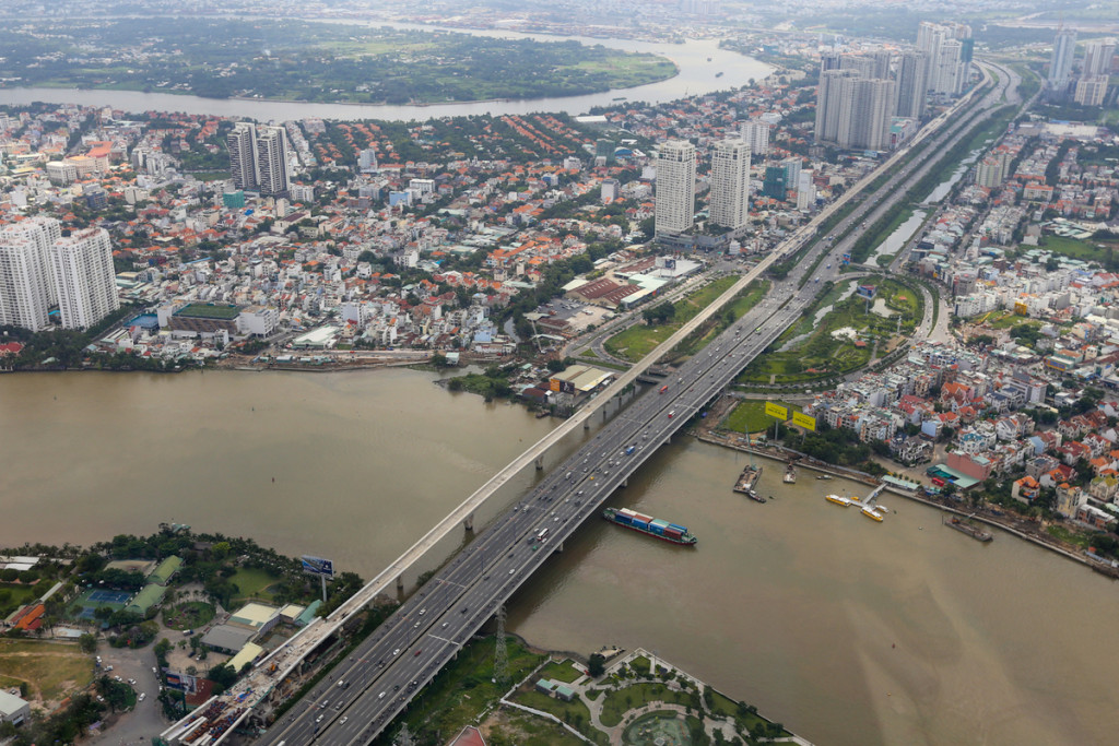Ba tầng cao nhất của tòa nhà (tầng 79 đến 81) là đài quan sát ở độ cao 461,2 mét, mang đến cảm giác choáng ngợp. Những ai mắc chứng sợ độ cao, lời khuyên là cần cân nhắc trước khi đặt chân lên đây. Khu vực này vẫn đang trong quá trình thi công giai đoạn cuối. Từ đây, bạn có thể phóng tầm nhìn toàn cảnh thành phố đến Thủ Thiêm, cầu Sài Gòn, quận trung tâm hay thậm chí là quận Gò Vấp ở phía xa.