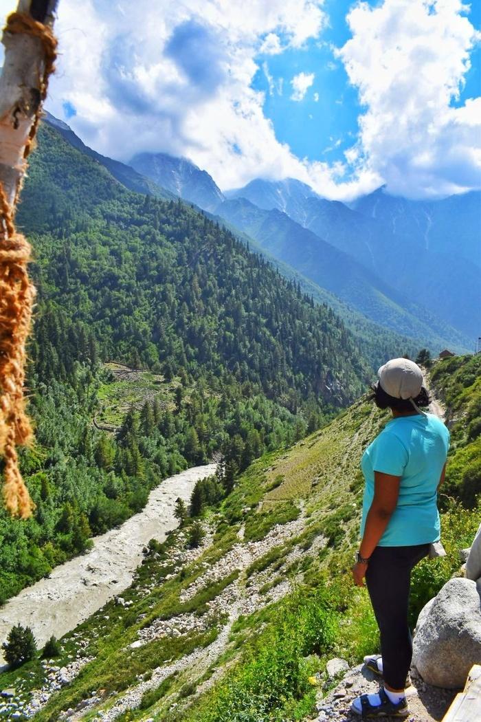 Khung cảnh hoang sơ, yên bình của những thung lũng gần ngôi làng làm mê lòng du khách.
