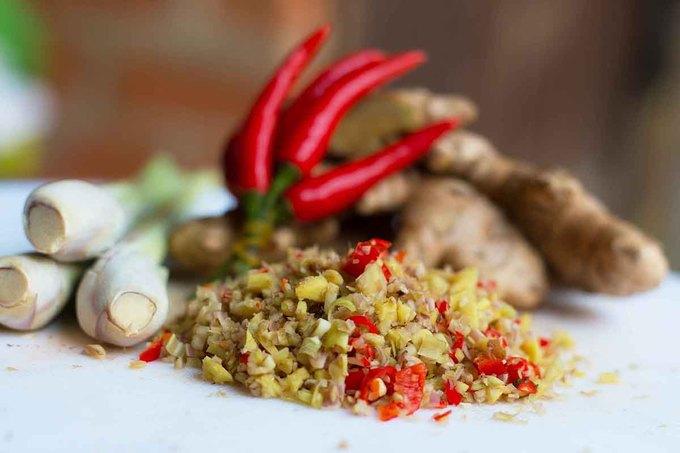 Từng thưởng thức món ăn này ở nhiều nơi, ông Cương tự rút kinh nghiệm và tìm ra bí quyết chế biến. Các gia vị để nấu cũng dễ dàng tìm thấy ở chợ hoặc tự trồng ở nhà như gừng, sả, nghệ, ớt.