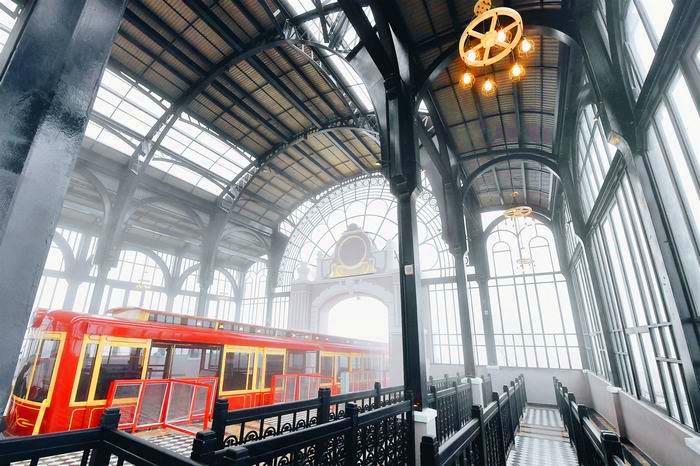 Ga tàu hỏa đi leo núi Mường Hoa Sa Pa bên trong tòa nhà (Ảnh: Nhật Lệ)