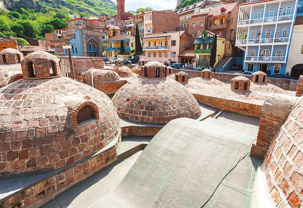 Khu nhà tắm cổ hiện đang được đưa vào phục vụ khách du lịch lại có kiểu kiến trúc Ba Tư. Ảnh: T.L