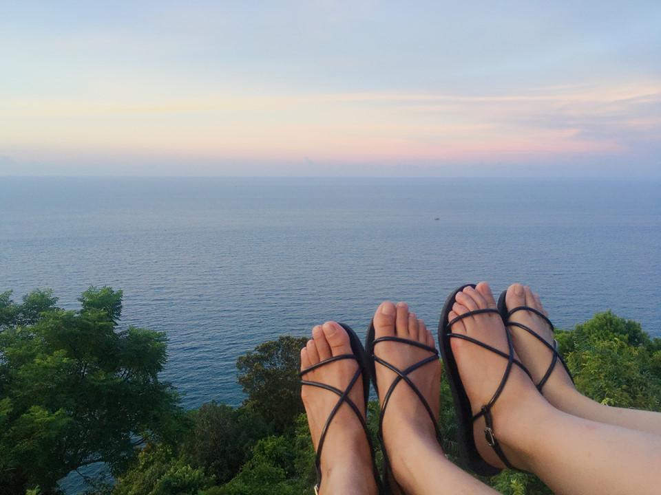 Muốn ngắm trọn vẻ đẹp biển trời Đà Nẵng, bạn đừng quên ghé thăm hải đăng Tiên Sa nhé!