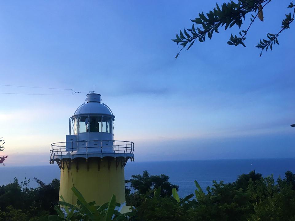 Với chiều cao 15,6 m, rộng trung bình 2,7 m, tầm nhìn địa lý khoảng 14 hải lý và chiều cao tâm sáng là 238,4 m, đây cũng là địa điểm lý tưởng cho khách tham quan muốn tận mắt chiêm ngưỡng sự mênh mông của biển trời.