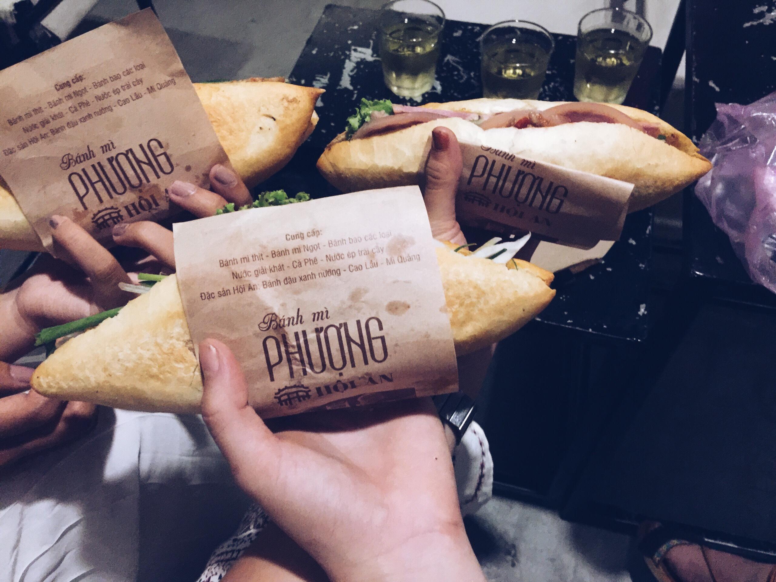 Bánh mì Phượng ngon nức tiếng