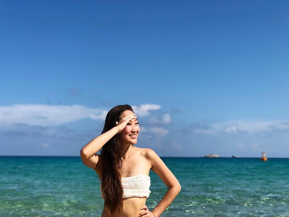 Vịnh Tam Á (Sanya Bay) tại thành phố Tam Á, phía cực nam của đảo Hải Nam còn được mệnh danh là Hawaii của Trung Quốc. Những cảnh quay công phu về vịnh Tam Á trong bộ phim bom tấn Cá mập siêu bạo chúa khiến không ít khán giả mê mẩn khi chiêm ngưỡng cảnh quan thiên nhiên của thiên đường biển đảo này. Ảnh: @alexandanikiforova.