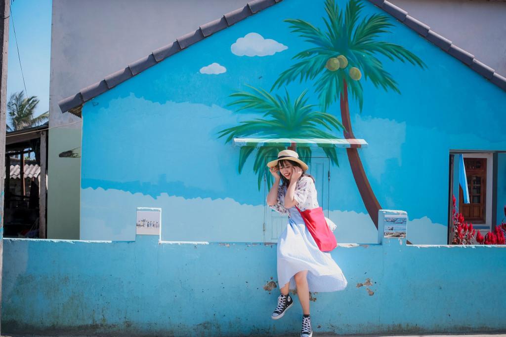 Những background check-in quen thuộc của các bạn trẻ khi đến làng Tam Thanh. Nhưng khéo léo chỉnh màu một chút bức hình của bạn sẽ trở nên độc đáo và mới lạ hơn nhiều. Ảnh: Phạm Mai Linh.