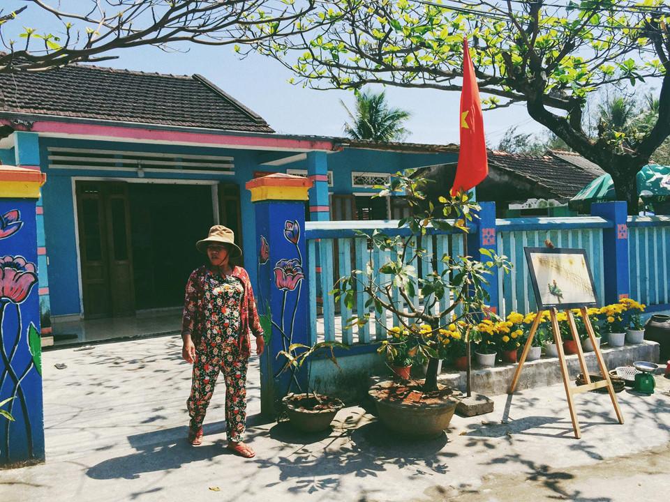 Ngoài ra, ở Tam Thanh còn có làng nghề làm nước mắm truyền thống, một trong những thương hiệu nước mắm ngon nổi tiếng Quảng Nam. Bạn có thể đến trải nghiệm và giao lưu với người dân làng nghề và ghé qua các địa điểm nổi tiếng gần đó như tượng đài mẹ Thứ, địa đạo Kỳ Anh... Ảnh: Huong Mymy.