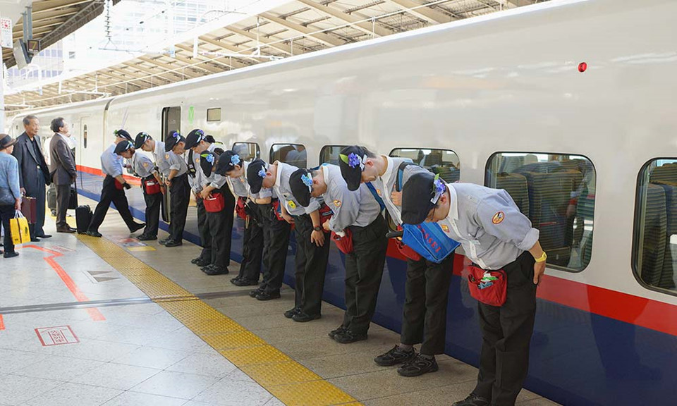 """Phương tiện công cộng siêu sạch. Hệ thống giao thông công cộng của Nhật Bản có thể xếp hạng số 1 trên thế giới. Các loại tàu, xe buýt đều đảm bảo vệ độ an toàn, cơ sở vật chất và đặc biệt là rất sạch sẽ. Chính sự sạch sẽ của dịch vụ công cộng Nhật Bản khiến du khách đến nước này cũng dễ """"lây"""", không ai dám xả rác ra môi trường trong lành của họ. Ảnh: Odyssel."""