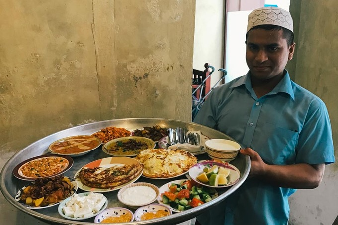 """Một trong những món ăn nổi tiếng nhất của Bahrain là """"machboos"""" - món thịt hoặc cá giống với cơm gà biriyani Ấn Độ, song sử dụng hỗn hợp các loại gia vị Trung Đông. Ảnh: Cheapflights."""