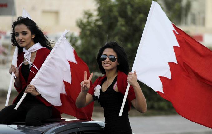 Phụ nữ Bahrain thường năng động hơn phần lớn phái đẹp tại những quốc gia Arab khác, với trình độ học vấn cao và làm việc trong nhiều ngành nghề, theo Commisceo Global. Họ cũng có quyền bầu cử. Ảnh: Playzoa.