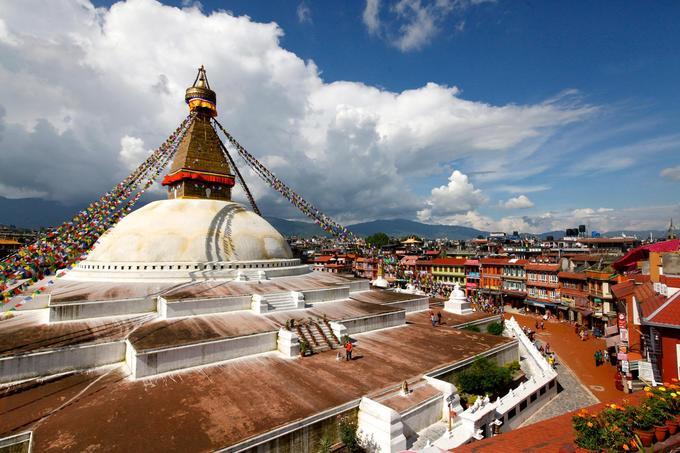 Quốc gia này có mật độ tập trung di sản cao, riêng thung lũng Kathmandu có tới 7 di sản văn hóa thế giới nằm trong bán kính 15 km. Những di sản được UNESCO công nhận tại Kathmandu gồm điện thờ Bouddhanath Stupa (ảnh), đền Pashupatinath, đền khỉ Swayambhunath Stupa, đền Changunarayan, 3 quảng trường Kathmandu Durbar, Bhaktapur Durbar và Patan Durbar. Ảnh: National Geographic.