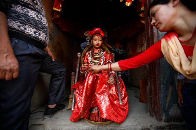 Bên cạnh các tôn giáo, người Nepal còn tôn thờ thánh sống Kumari. Người dân Nepal tin rằng bất kỳ ai dù chỉ có cơ hội thấy thấp thoáng bóng dáng của Kumari, đều sẽ gặp phước lành.  Để trở thành Kumari, những bé gái từ 2 tới 4 tuổi, phải đạt đủ các tiêu chuẩn khắt khe. Đến tuổi dậy thì, bé gái được chọn làm Kumari sẽ trở về cuộc sống của người bình thường, có được uy tín và hưởng khoản trợ cấp suốt đời từ chính phủ Nepal.