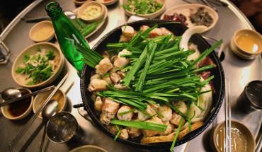 pho-long-nuong-binh-dan-danh-cho-du-khach-ga-mo-o-seoul-ivivu-1