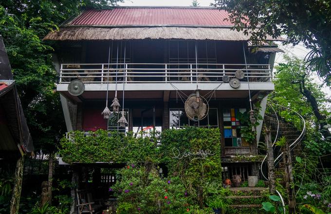 Nhiều năm nay, quán cà phê trên đường Phan Chu Trinh mang nét văn hóa các dân tộc Tây Nguyên là điểm đến thường xuyên của du khách khi đến với thành phố Kon Tum (tỉnh Kon Tum).