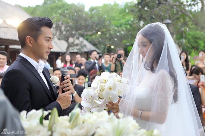Đôi tiên đồng ngọc nữ Lưu Khải Uy - Dương Mịch là những người đầu tiên trong làng điện ảnh Hoa ngữ chọn Bulgari resort làm nơi kết hôn vào ngày 8/1/2014. Tài tử đến từ Hong Kong đã bao trọn khu nghỉ từ hai ngày trước để gia đình và bạn bè nghỉ ngơi và chuẩn bị hôn lễ một cách tỉ mỉ.