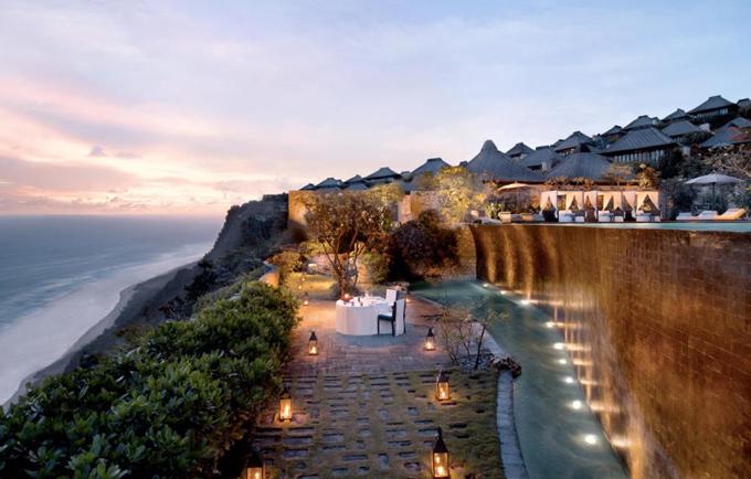 Bulgari là một resort hạng sang nằm tại bán đảo Jimbaran, Uluwatu, Bali, cách sân bay Bali Ngurah Rai 12 km. Khu nghỉ nằm trên một vách đá cao 150m so với mực nước biển và có tầm nhìn bao quát ra Ấn Độ Dương.