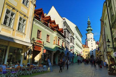 Khu phố cổ ở Bratislava. Ảnh: Trip Advisor.