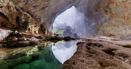 Hang Sơn Đoòng thuộc Vườn Quốc gia Phong Nha Kẻ Bàng hiện là hang có kích thước lớn nhất thế giới.