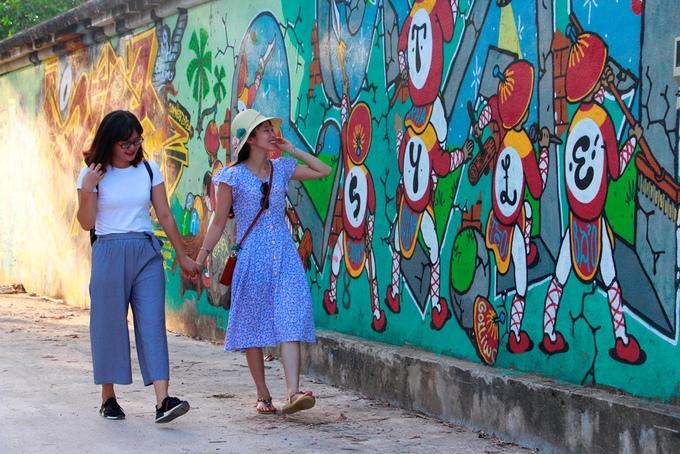 Những ngày qua, con ngõ cuối đường Huyền Trần Công Chúa (phường Thủy Biều, TP Huế) trở thành địa điểm được nhiều người dân và du khách tìm đến.