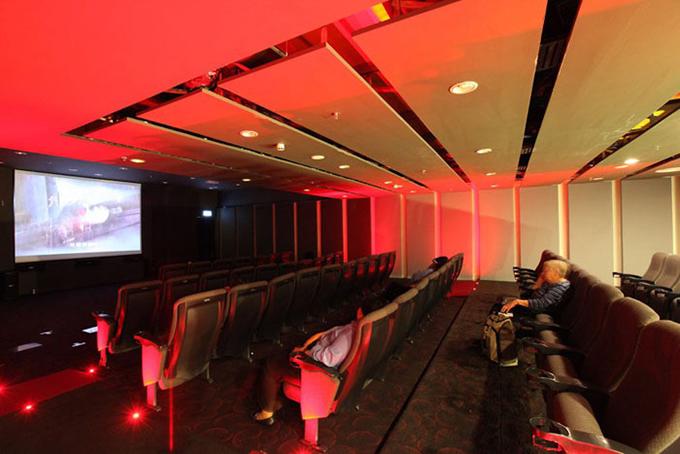 Rạp chiếu phim mini sở hữu 2 phòng chiếu, nơi bạn có thể xem những bộ phim bom tấn mới nhất hoàn toàn miễn phí.