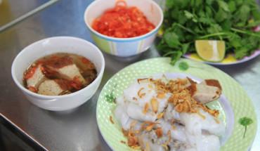 hang-banh-cuon-ha-noi-hut-khach-nho-nuoc-cham-khong-noi-nao-co-ivivu-2