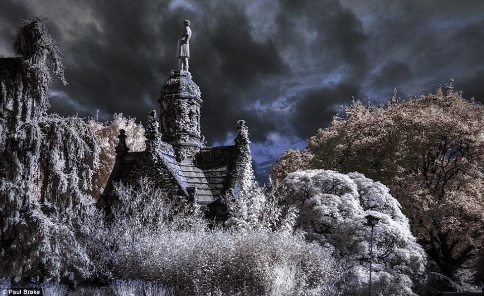 Bức ảnh ma mị chụp lại nghĩa trang Green-Wood, giống như chụp lại khung cảnh trong một bộ phim kinh dị.