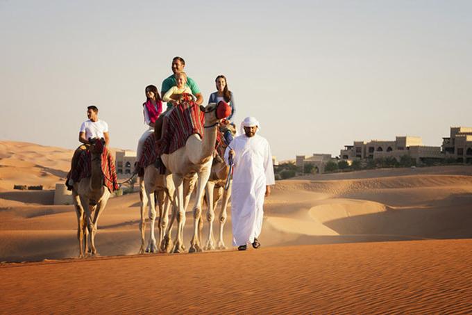 Mỗi năm, nơi đây chào đón hơn 12 triệu du khách. Du lịch chiếm hơn 10% GDP của quốc gia. Trong 7 tiểu vương quốc, Dubai là nơi có lượng người ghé thăm đông nhất. Ảnh: Ruwais City.