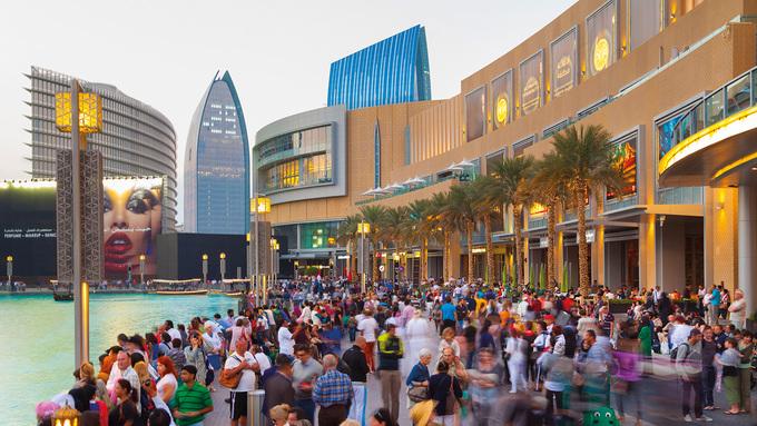 Masdar ở Abu Dhabi là thành phố đầu tiên trên thế giới không xả thải carbon, năng lượng mặt trời được sử dụng phổ biến. Ảnh: Middle East Construction News.