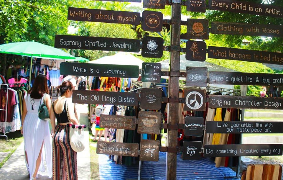 Nếu đã đến Chiang Mai, bạn đừng quên ghé qua làng Baan Kang Wat. Nơi đây giống như một hệ sinh thái thu nhỏ với rất nhiều quán cà phê, kem, quán ăn và những gian hàng làm đồ handmade xinh xắn. Ảnh: yuki_yuching.
